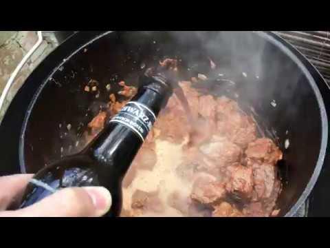 Schwarzbier Gulasch aus dem Dutch Oven