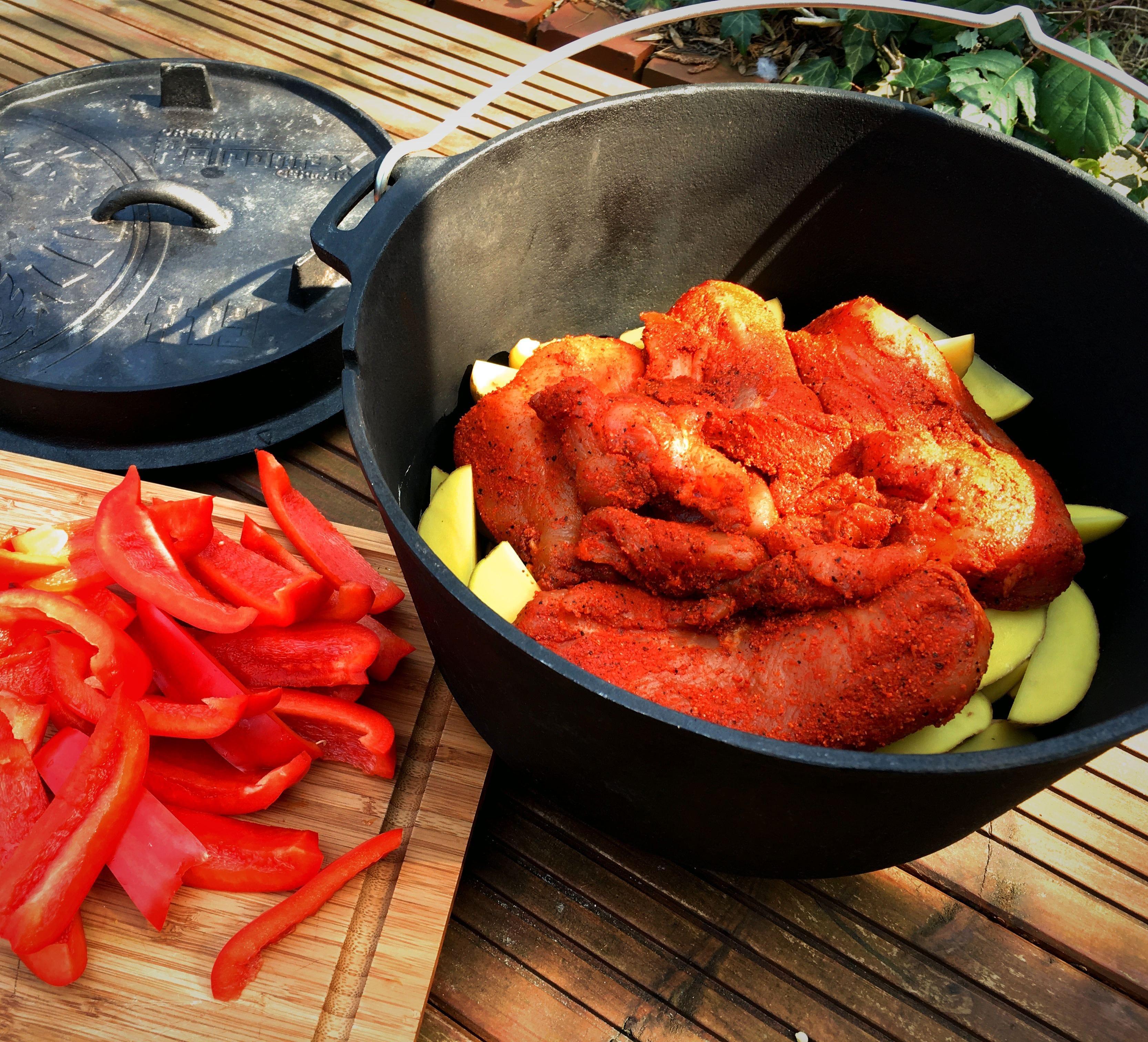 Pulled Chicken Aus Dem Dutch Oven Mit Paprika Und Kartoffeln