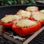 Geräucherte und gefüllte Paprika